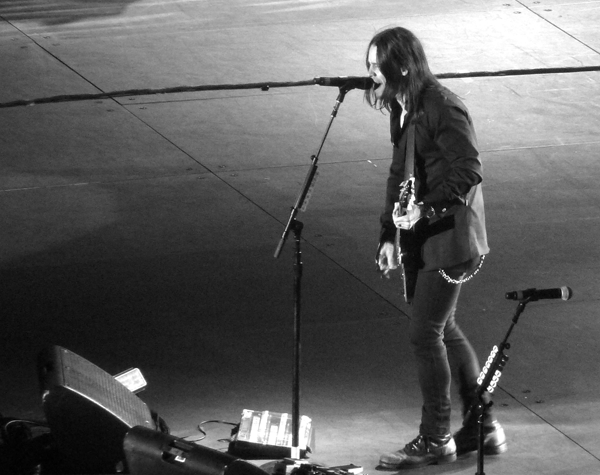 Myles-Kennedy-Alter-Bridge-Wembley-BnW