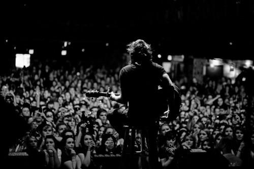 black-and-white-concert-crowd-show-Favim.com-153502